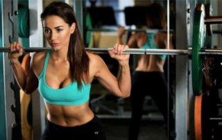 Donna allenamento al multipower