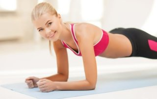 Donna allenamento corpo libero