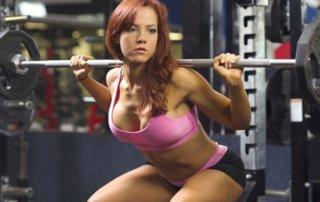 Donna squat bilanciere