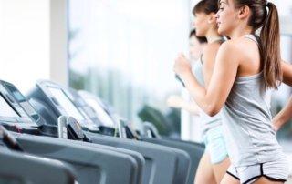 Ragazza allenamento cardio corsa