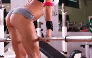 Ragazza allenamento stacchi con bilanciere