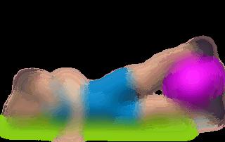 allenamento abduttori alzate laterali gambe su fianco con fitball
