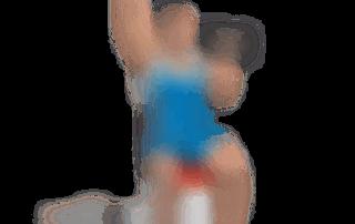 allenamento spalle lento seduto 2 manubri alternato