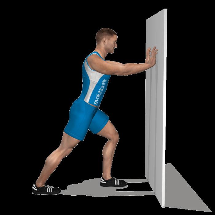 allenamento stretching allungamento polpacci in piedi in appogio fine